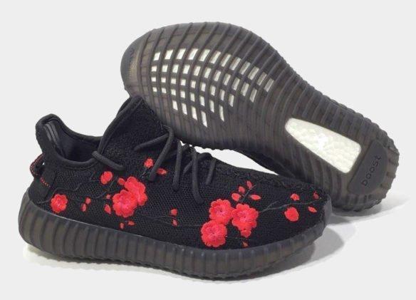 Фото Adidas Yeezy Boost 350 V2 by Kanye West черные с розами - 3